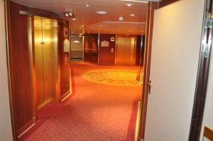 Ruby_Princess_Lift_Treppen_Bereich_DSC_0163