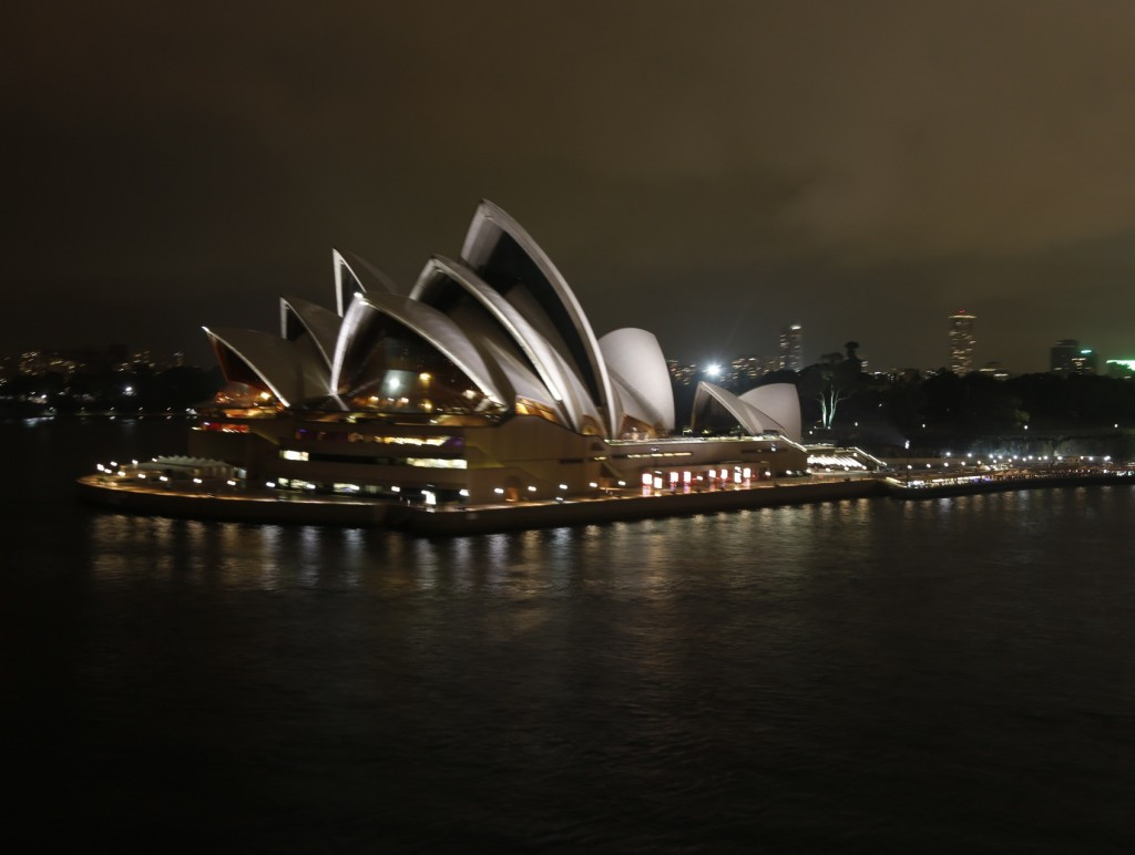Sydney_Opera_by_Night1